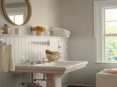 5 Ideal Cool Tips: Simple Wainscoting Stairs wainscoting bathroom mirror.Shiplap Wainscoting Simple wainscoting board and batten. Dining Room Wainscoting, Wainscoting Height, Wainscoting Ideas, Black Wainscoting, Painted Wainscoting, Wainscoting Panels, Wainscoting Nursery, Bathroom Paint Colors, Pastel Bathroom