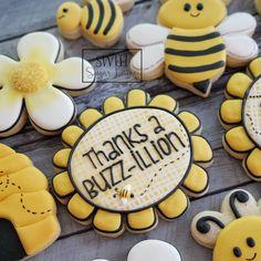 Thank You Cookies, Fancy Cookies, Iced Cookies, Royal Icing Cookies, Sugar Cookies, Cookie Tutorials, Room Mom, Flower Cookies, Decor Ideas