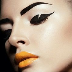 Today's post is about the use of the eyeliner in the latest fashion shows and as already mentioned in a previous post it's a MAC trend as well. More and more the use of the eyeliner has… Makeup Inspo, Makeup Art, Makeup Inspiration, Beauty Makeup, Face Makeup, Eyeliner Makeup, Makeup Ideas, Makeup Trends, Style Inspiration