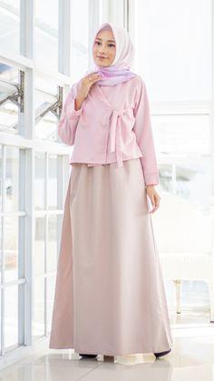 Modern Hanbok, Moslem Fashion, Street Hijab Fashion, Batik Fashion, Dress Outfits, Fashion Outfits, Muslim Dress, Whatsapp Messenger, Korean Dress