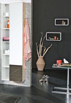Oftmals kann man gar nicht genug Stauraum haben. Doch trotz vieler Badezimmerschränke kann reicht oft die verfügbare Ablagefläche nicht aus. Hier schaffen Badezimmeregale Abhilfe. Closet Rooms, Closet Storage, Bathing, Nice Asses