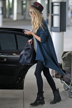 Clemence Poesy Photos - *NO CANADA RIGHTS* .Clemence Poesy arrives at Toronto's Pearson International Airport to attend the 2010 Toronto International Film Festival. - Clemence Posey at the Toronto Airport Rock Chic, Glam Rock, Rock Style, Hipster, Clemence Poesy, Pantyhosed Legs, Mein Style, Looks Street Style, Look Fashion