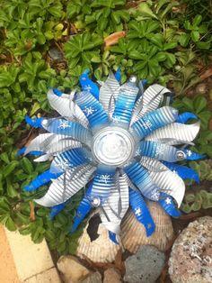 recycled handmade flowers (diy flower arrangements tin cans) Tin Can Art, Soda Can Art, Tin Art, Soda Can Flowers, Tin Flowers, Wire Crafts, Metal Crafts, Aluminum Can Crafts, Aluminum Cans