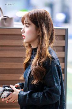 "Beautiful hyewon on Twitter: ""190928 ICN  #아이즈원 #IZONE #アイズワン #강혜원 #HyeWon #カンヘウォン… "" Yuri, Best Kpop, Japanese Girl Group, The Wiz, Rapper, Long Hair Styles, Shit Happens, Female, Twitter"