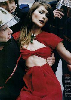 'Carla Bruni S'Enflamme Pour La Haute Couture' from………..Elle France February 1995 feat Carla Bruni
