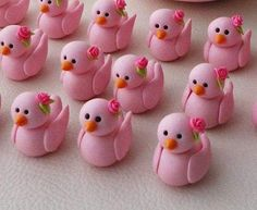 looks like wedding decorations! Polymer Clay Miniatures, Handmade Polymer Clay, Diy Clay, Clay Crafts, Clay Projects, Projects To Try, Fondant Decorations, Wedding Decorations, Bird Party