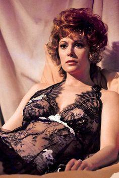 DIAMONDS ARE FOREVER -Bond Babe. Jill St. John as Tiffany Case
