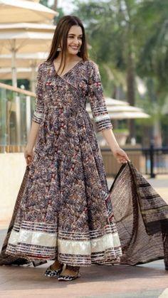 Simple Pakistani Dresses, Pakistani Dress Design, Simple Dresses, Simple Anarkali, Girls Designer Dresses, Designs For Dresses, Pakistani Fashion Party Wear, Indian Fashion, Cotton Gowns