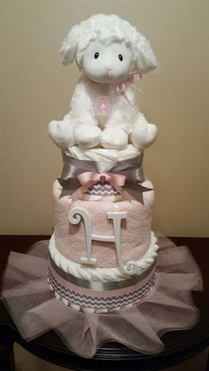 Little Lamb baby girl diaper cake! Pink and grey baby shower. Regalo Baby Shower, Baby Shower Gift Bags, Baby Shower Cakes For Boys, Star Baby Showers, Baby Shower Diapers, Baby Shower Themes, Lamb Baby Showers, Diaper Cake For Girls, Girl Diaper Cakes