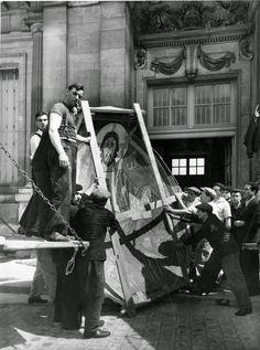 Trasllat de pintures de l'expo- sició d'Art Romànic. 1937 Romans, Eagles, Beast, Painting, Fictional Characters, War, Black And White, Historia, Fotografia
