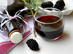 Anul asta ,dupa ce am mancat pe saturate mure , am pregatit multe … Romanian Food, Tasty, Yummy Food, Red Wine, Smoothies, Drinking, Alcoholic Drinks, Food And Drink, Homemade