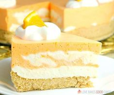 This No-Bake Orange Creamsicle Cheesecake is a nostalgic bite of bright orange and creamy vanilla, reminiscent of those long-gone summer days of your childhood. No-Bake Orange Creamsicle Cheesecake --- PIN THIS RECIPE --- As much Kraft Cheesecake Recipe, Orange Cheesecake Recipes, Banana Cheesecake, Pound Cake Recipes, Pumpkin Cheesecake, Cheesecake Desserts, Pumpkin Cupcakes, Summer Desserts, No Bake Desserts