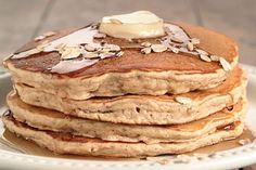 Vous ne trouverez pas plus simple que ces pancakes aux céréales avec du yaourt grec. La recette rapides et faciles à faire #délicieux Conseils sur : http://blog.moncoach.com/