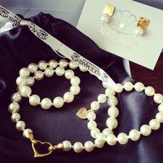 Collar, aretes y pulsera en perlas de swarovski
