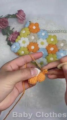 Diy Crochet Projects, Crochet Bag Tutorials, Crochet Flower Tutorial, Crochet Flower Patterns, Crochet Videos, Crochet Motif, Crochet Designs, Crochet Crafts, Crochet Flowers