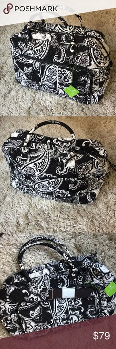 🆕 Vera Bradley Weekender + Midnight Paisley print  + Perfect travel size + Don't forget to bundle! 🎉❗️ ⭐️All items are steamed cleaned and shipped within 48 hours of your purchase. ⭐️If you would like any additional photos or have any questions please let me know. ⭐️Sorry, no trades. But will listen to ALL fair offers. Thanks for shopping! Vera Bradley Bags Travel Bags
