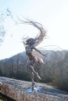 Fantasy Wire Sculptures by Robin Wight – Musetouch Visual Arts Magazine Robin Wight, Sculptures Sur Fil, Wire Sculptures, Garden Sculptures, Fantasy Wire, Sculpture Metal, Driftwood Sculpture, Sculpture Ideas, Fantasy Kunst