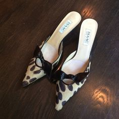 Isaac Mizrahi leopard heels! Never worn beautiful Isaac Mizrahi shoes. Beautiful brown tones make this a perfect pair for fall. Accented with brown leather bow. Isaac Mizrahi Shoes Heels