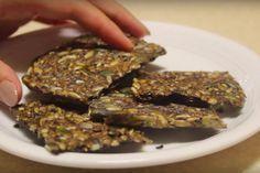 Koolhydraatarme crackers maak je met maar 3 ingrediënten