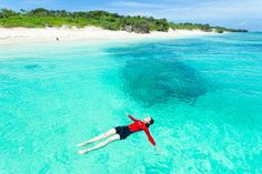 Japan, Okinawa, Panari Island (or Aragusuku). One of the Yaeyama Island, known as one of the world's best diving destinations. Naha, Oh The Places You'll Go, Places To Travel, Travel Destinations, Photo Voyage, Voyager Loin, Water Pictures, Water Pics, Crystal Clear Water