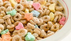 Don't buy Lucky Charms cereal, make it! Homemade Lucky Charms & 11 Other Classic Cereals Enjoy! Homemade Cereal, Homemade Marshmallows, Granola, Lucky Charms Marshmallows, Lucky Charms Cereal, Cereal Bars, Keto Cereal, Cereal Recipes, Baking Cupcakes