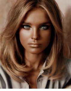 Bronzed hair and skin! Natalia with dishevelled hair #NataliaVodianova  #hair