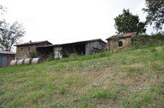 rustico-in-pietra-con-portico-e-terreno