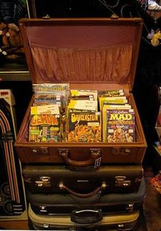 Some of the best Montreal vintage shops with home accessories, high-end clothing, collectibles and toys can be found in Montreal. Shopping Stores, Antique Stores, Montreal, Vintage Shops, Home Accessories, Antiques, Hot Spots, Ranger, Scene