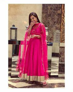 Image may contain: 1 person, standing Bridal Mehndi Dresses, Bridal Outfits, Pakistani Dresses, Pakistani Fashion Casual, Indian Fashion, Women's Fashion, Pakistani Actress, Pakistani Dramas, Bridesmaid Saree