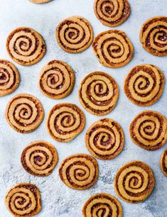 Swirling honeycomb through these biscuits is the perfect way to add caramel flavour and extra crunch. Plus there will be plenty of honeycomb left over for snacking on! Salted Caramel Cookies, Chocolate Cookies, Easy Cookie Recipes, Dessert Recipes, Tea Recipes, Sweet Recipes, Cake Recipes, Desserts, Quick Biscuits