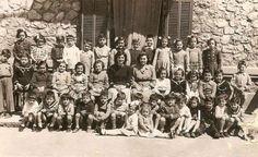 τάξη ελληνικού σχολείου στο Πορτο Retro, Painting, Art, Art Background, Painting Art, Kunst, Paintings, Performing Arts, Retro Illustration
