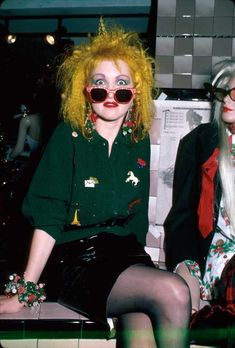 Punk fashion of the - Cyndi Lauper or Vivian Westwood & the Sex Pistols Punk Rock Outfits, 70s Outfits, Scene Outfits, Batman Outfits, Stylish Outfits, Rock Chic, Rock Style, 90s Style, Cyndi Lauper