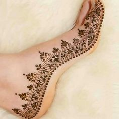 Check collection of 41 Mehndi Designs For Eid to Try This Year. Eid ul fitar 2020 includes mehndi designing, girls decorate their hands with mehndi designs. Henna Hand Designs, Dulhan Mehndi Designs, Mehandi Designs, Mehndi Designs Finger, Legs Mehndi Design, Mehndi Designs Book, Modern Mehndi Designs, Mehndi Designs For Beginners, Mehndi Designs For Girls
