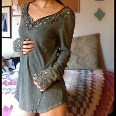 Free People Celtic Knot Art Deco Cut Out Gypsy Forrest green absolutely bohemian chic. Natural nature Heathered texture fabric. Feels so soft. Excellent quality. Smoke-free home. When hundred percent cotton. Machine wash cold. Free People Tops Tees - Long Sleeve