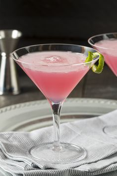 Here at Craft Gin Club, we are dreaming of pink gin cocktails! This is a pink twist on a classic gin gimlet, using only three ingredients. It's sharp and zingy so if you more of a sweet tooth, use a sweet rosé like zinfandel or add a tsp of sugar syrup. Gin Gimlet, Gimlet Cocktail, Rose Cocktail, Gin Fizz, Pink Gin Cocktails, Pink Drinks, Wine Cocktails, Cocktail Drinks, Pink Martini