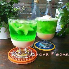 今日はほんとに天気が良くて暑いぐらい!!そんな日に食べたい冷たいゼリー♪クリームソーダゼリーです(#^.^#)♪アイスクリームで簡単に作ったバニラゼリーの上に…
