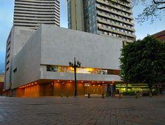 Museo del Oro (Colombia)  Fundado en el 22 de Diciembre de 1939, este museo posee la mayor colección orfebre del mundo prehispánico, en el museo encontramos tan piezas antiguas hechas de hueso, cerámica etc. Hasta objetos hechos de oro.