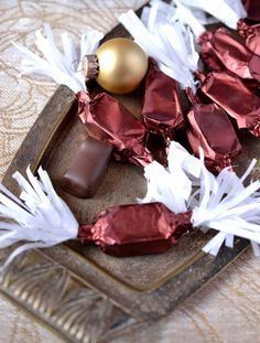 Meggyzselés szaloncukor recept - Kifőztük, online gasztromagazin Christmas Candy, Christmas Cookies, Christmas Holidays, Xmas, Homemade Chocolate, Chocolate Recipes, Real Food Recipes, Cookie Recipes, Advent