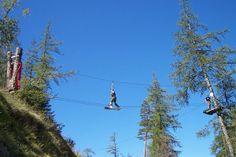 Un parcours aventure perché à plusieurs mètres de hauteurs au sein du domaine d'Escattes, sur 100 hectares de garruige, au coeur d'une forêt de pins, de chênes verts et d'arbousiers!