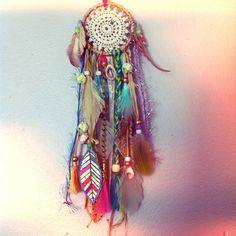 Omg I'm already obsessed with dream catchers but this one is just so beautiful. #boho #atrapasueños #bohemio