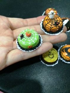 HANDMADE-MINIATURE-HALLOWEEN-CAKES-VERY-DETAILED-C-10-PCS