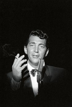 Bob Willoughby - DEAN MARTIN - A SMOKE AND A SONG................