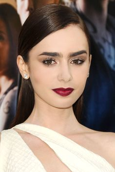 Lily Collins at the LA premiere of The Mortal Instruments: City of Bones rocking deep burgundy lipstick + bold brows. Beauty Make-up, Beauty And Fashion, Beauty Hacks, Hair Beauty, Bold Lipstick, Blood Red Lipstick, Makeup Lipstick, Makeup Articles, Makeup Looks