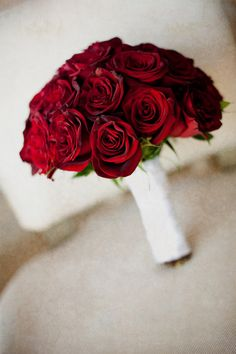Red rose bouquet | Photo: Focused on Forever Studio
