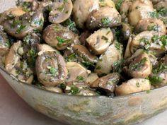 Маринуем грибочки для праздничного стола: шампиньоны и вешенки / Простые рецепты Marinated Mushrooms, Stuffed Mushrooms, Potato Salad, Nom Nom, Main Dishes, Cooking Recipes, Vegetables, Ethnic Recipes, Kitchen