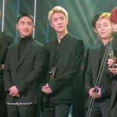 They look so happy [Fancam] 《161116》 Asia Artist Awards. --♡-- © butterfly412__ {#sehun    #oohsehun    #ohsehun    #exo    #오세훈    #세훈    #엑소    #セフン    #吴世勋    #世勋 @oohsehun}