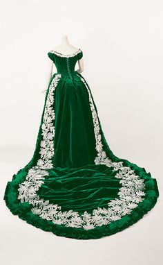 Court dress worn by Marie Maximilianova Romanovska, Duchess of Leuchtenberg, ca 1888 France.  Wow! And green-Happy St. Patrick's Day.