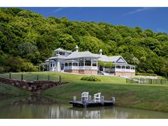 Classic, picturesque Australian Federation home. Beautiful Buildings, Beautiful Homes, Australia House, Colonial House Plans, Looking For Houses, Storybook Homes, Arts And Crafts House, Australian Architecture, Queenslander