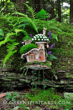 Greenspirit Arts: Just Hanging out What a darling fairy house! Magic Garden, Mini Fairy Garden, Fairy Garden Houses, Gnome Garden, Diy Garden, Fruit Garden, Fairy Land, Fairy Tales, Gnome House