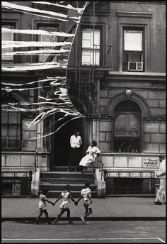Soul Looks Back And Wonder | Harlem 1963 . Photographer Leonard Freed